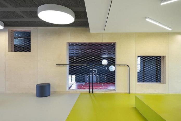 Wychowanie estetyczne szkoła podstawowa w Miliczu wnętrze białe surowe