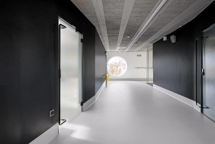 Wychowanie estetyczne szkoła podstawowa w Miliczu wnętrze czarne białe