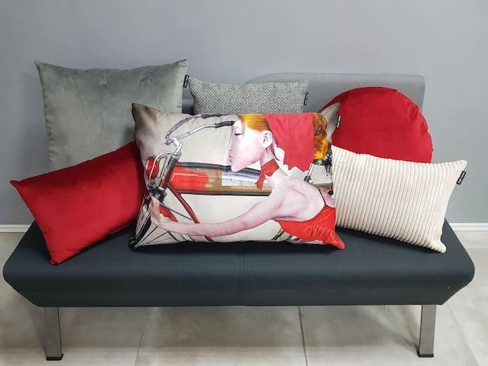 Różne rodzaje poduszek dekoracyjnych inspiracje obraz polskiego malarza aranżacje