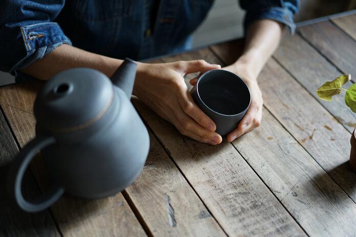 Porcelanowy dzbanek szary porcelanowa filiżanka do herbaty