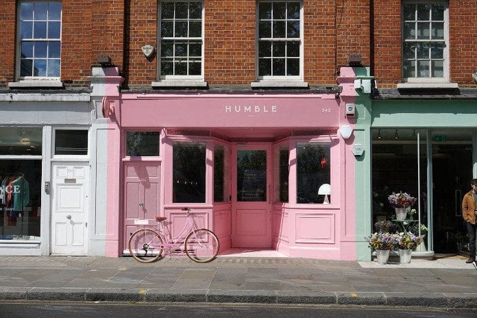 Pudrowy róż z czym łączyć różowe wnętrze reastauracja Londyn Humble Pizza