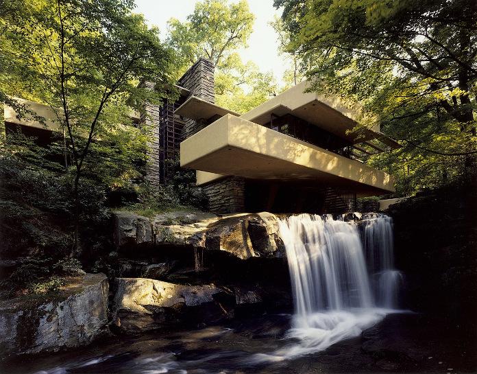 Frank Lloyd Wright Fallingwater Mill Run Pennsylvania Stany Zjednoczone architektura w naturze wodospad