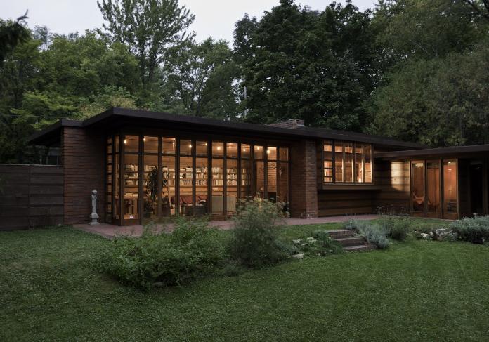Herbert and Katherine Jacobs House elewacja z cegły panoramiczne okna dom jednorodzinny