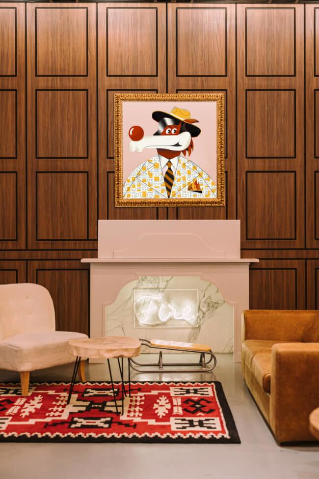Dywan obraz drewno różowy kominek sofa krzesło inspiracje