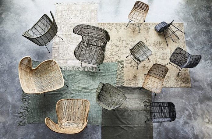 Kolor sezonu taupe krzesła plecione inspiracje dywany beton