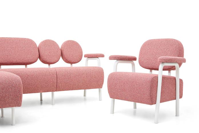 So_FEM Magdalena Kasprzycka kolekcja Audrey kanapa czerwona na wysokich nóżkach sofa fotel design polski