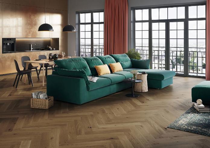 Jodełka zielona kanapa okk design inspiracje poduszki dekoracyjne dywan