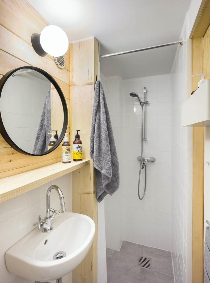 Mała łazięka inspiracje lustro lampa prysznic umywalka VOX meble