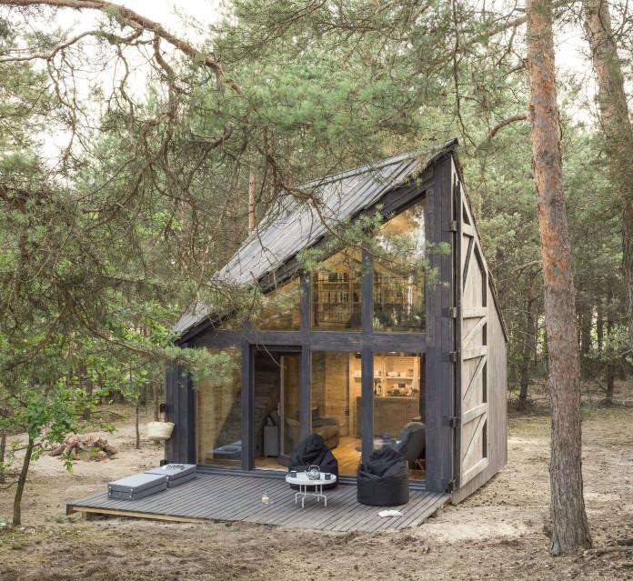 Bookworm Cabin w lesie Warszawa Adelin drewniany domek