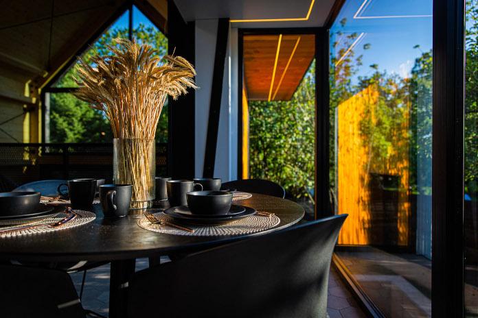 Czrne ściany wystrój nowoczesny styl drewnianych domków nad morzem pszenica dekoracje naturalne