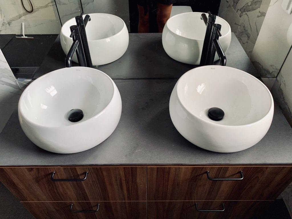 umywalka na gresie inspiracje łazienka płytki wielkoformatowe