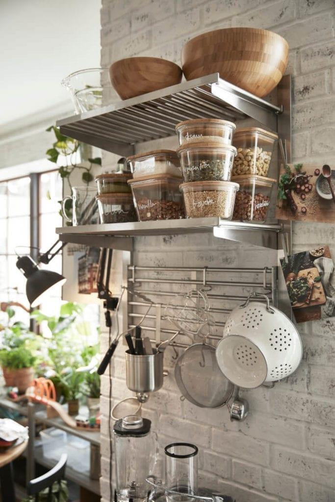 Planowanie kuchni ikea słoiki pojemniki pułka na ścianie miski