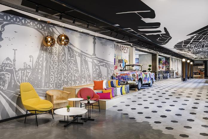 Poduszki dekoracyjne oktogon na podłodze kolorowe dekoracje hotelu
