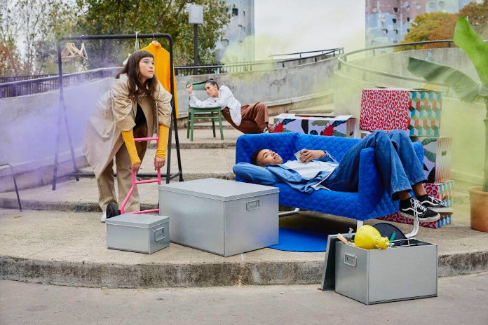 Limitowana kolekcja ombyte ikea jak się przeprowadzić sesja zdjęciowa inspiracje kanapa pudełka wózek