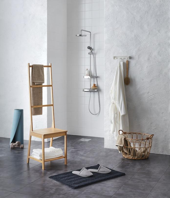 łazienka krzesło prysznic inspiracje kosz pleciony mata