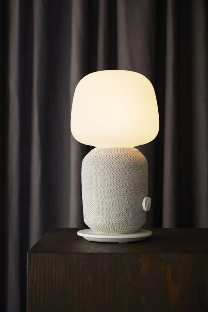 ikea lampa głośnik biała wnętrze salon