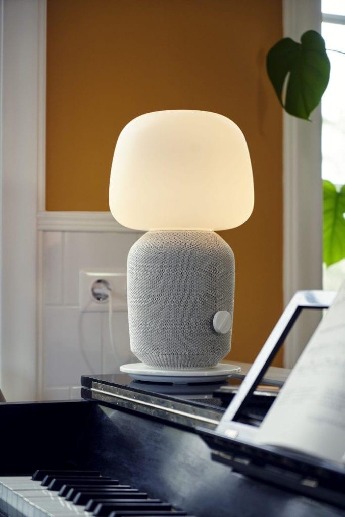 symfonisk ikea lampa głośnik biała wnętrze salon