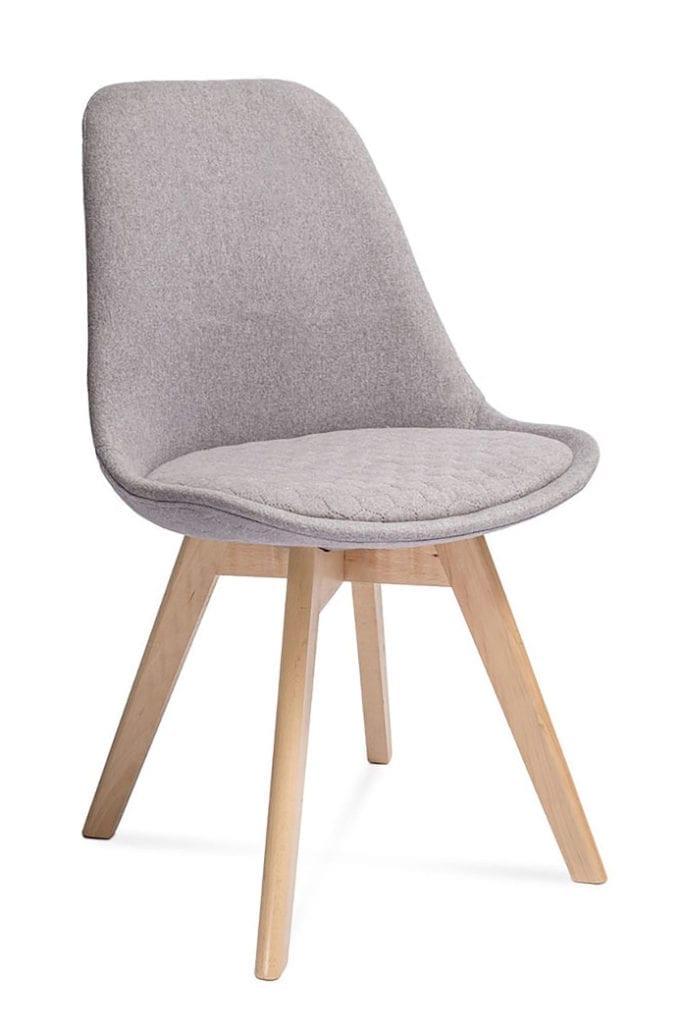 Jasnoszare krzesło buk kolor sezonu