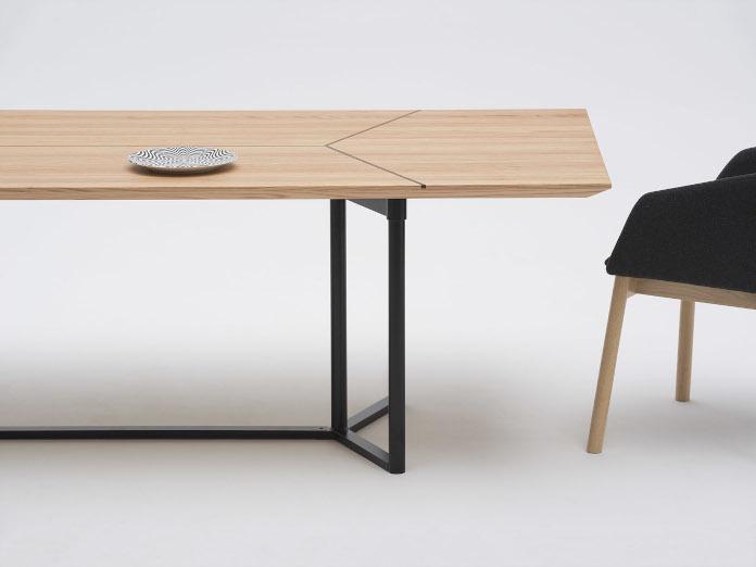 Najlepsi polscy projektanci inspiracje drewniany strół nikodem szpunar krzesło