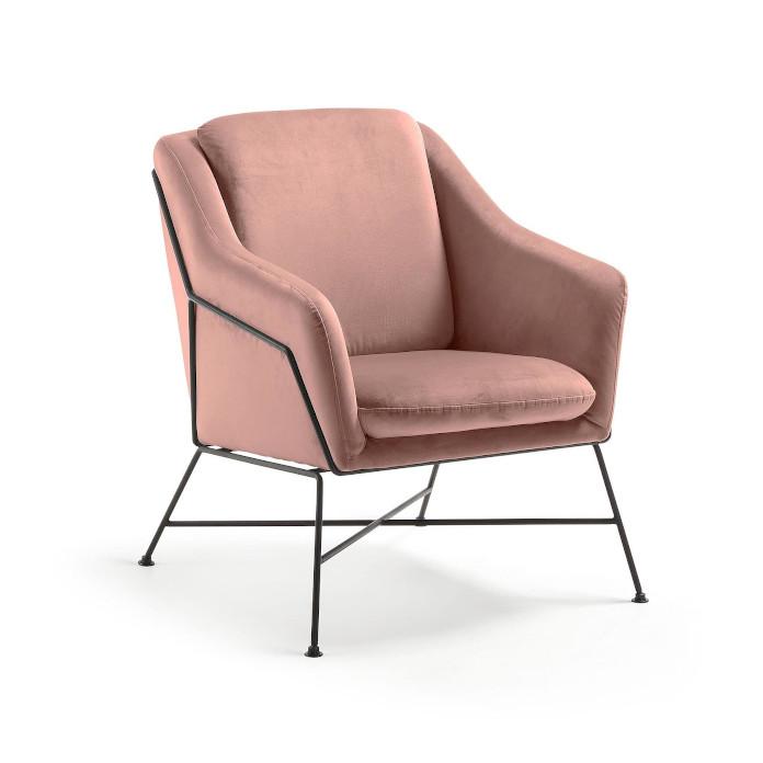 fotel pudrowy róż na stalowych nóżkach inspiracje jedwabny aksamit