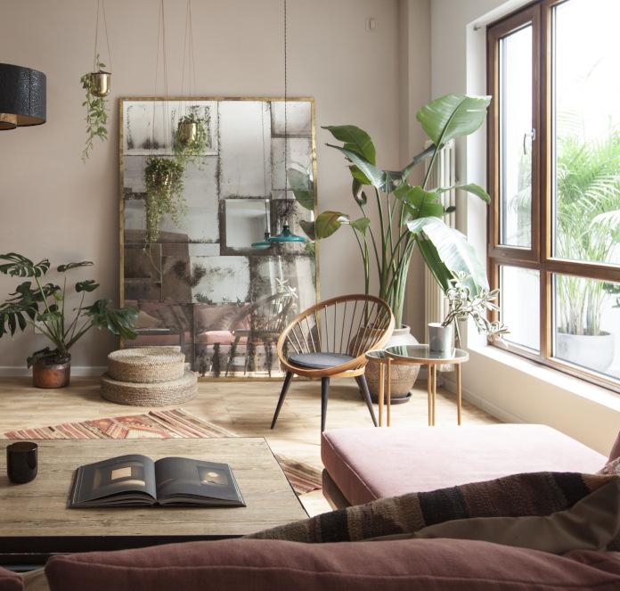 Klimatyczne-wnętrza-w-pekinie-inspiracje-krzesło-bananowiec-palma-rośliny-lustro-biophilic-design-2019