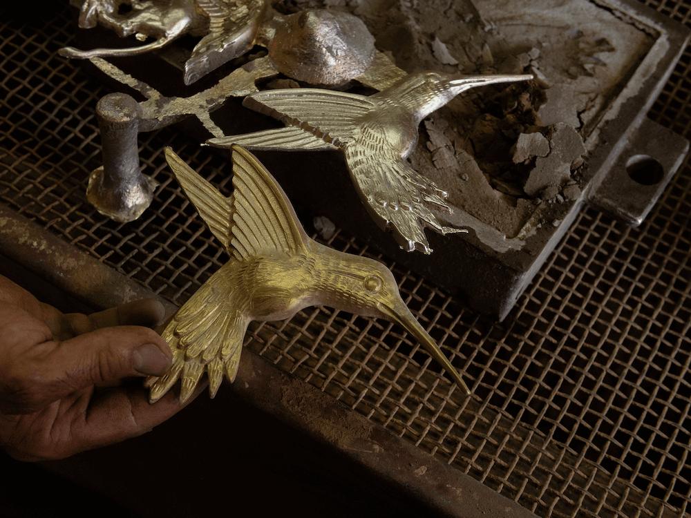 Mosiężne uchwyty w kształcie kolibrów