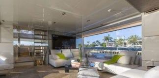 wnętrze jachtu salon inspiracje kanapa fotel stolik