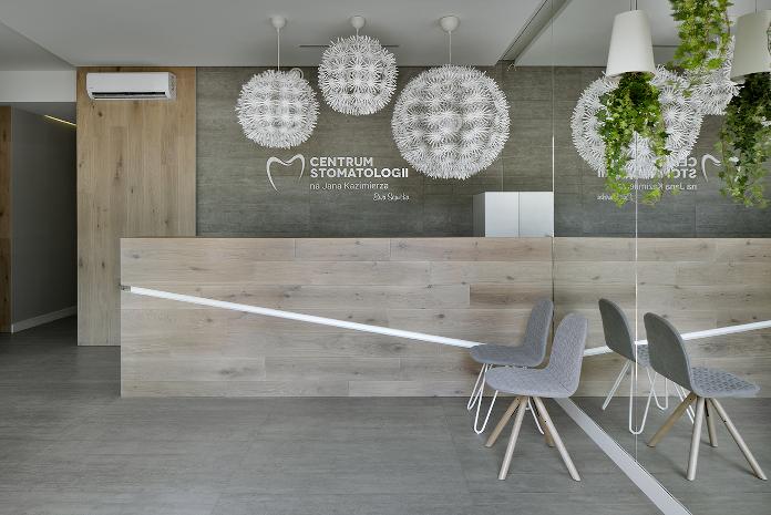 centtrum stomatologii drewno panele rośliny lustro