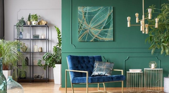 Abstrakcja zieleń złoto fotel aranżacja sztuka obrar regał dywanik