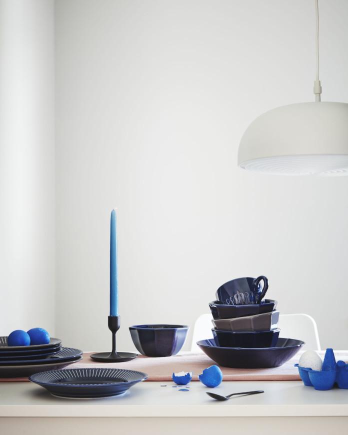 miska talerz aranżacja stołu inspiracje niebieski biały lampa