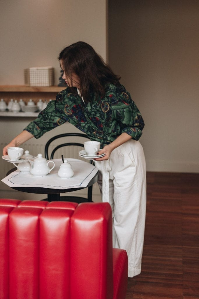 restauracja czerwona kanapa inspiracje