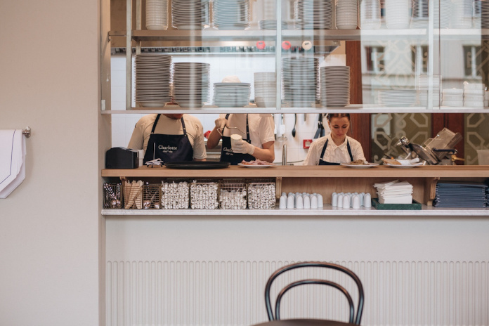 Charlotte Bouillon inspiracje kuchnia blat drewno biel