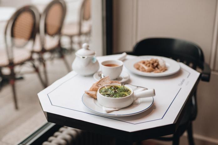 danie francuskie stolik inspiracje