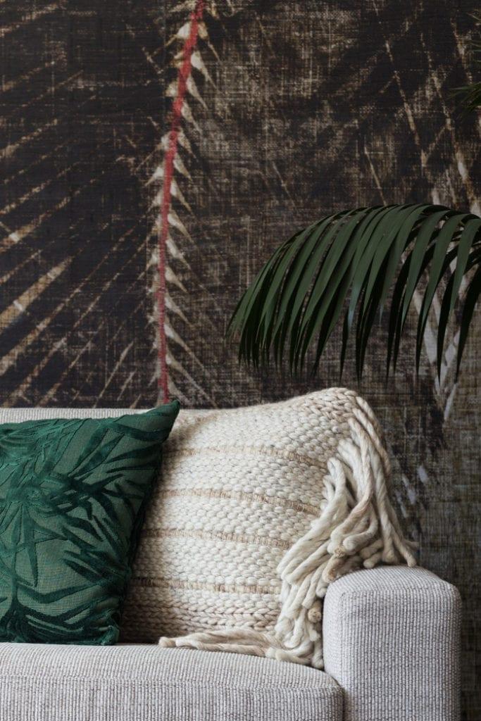 poduszka dekoracyjna zieleń we wnętrzu palma