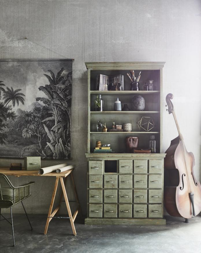 zieleń dekoracja ścienna komoda regał stół krzesło zieleń we wnętrzu inspiracja