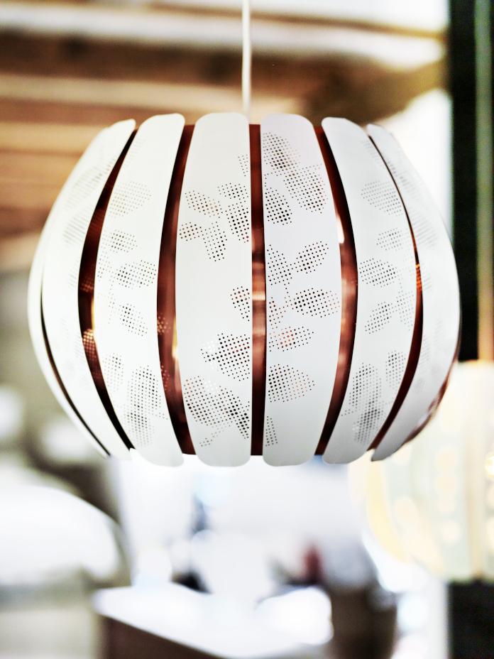 lampa wisząca ikea złoto aranżacje klimatyczne mieszkanie