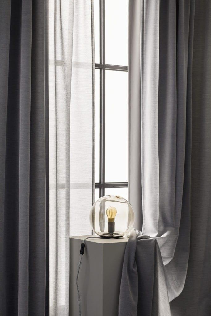 lampa kula stojąca zasłony dekoracj earanżacje klimatyczne mieszkanie