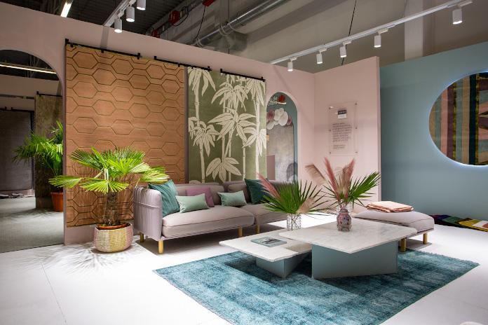 Warsaw home 2019 dywany stolik inspiracje rośliny palma róż błękitny