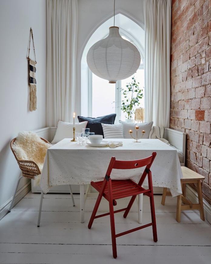 stół świąteczzny aranżacje inspirajce krzesła ikea lampa