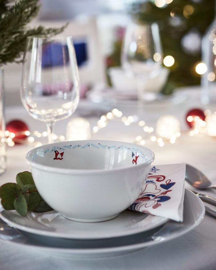 świąteczne aranżacje stołu wigilia inspiracje talerz miska kieliszek