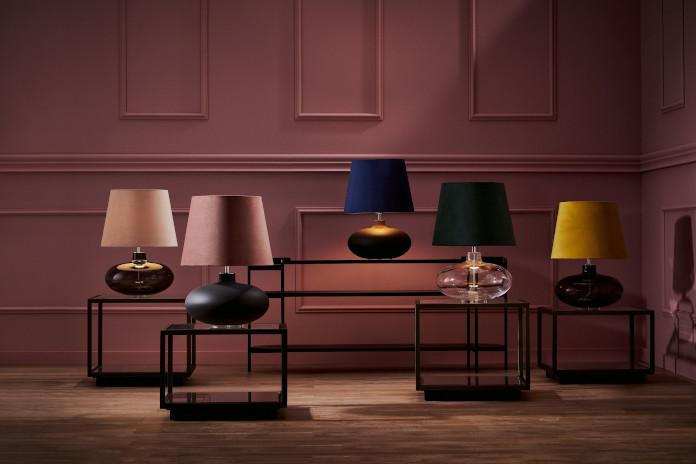 kolorowe lampy stojące inspiracje kaspa trendy wnętrzarskie drewno róż