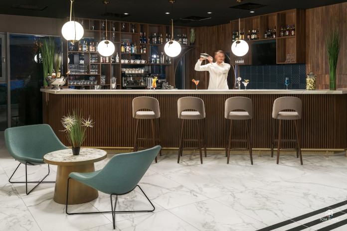 Metropolo by Golden Tulip bar inspiracje krzesła turkusowe chokery