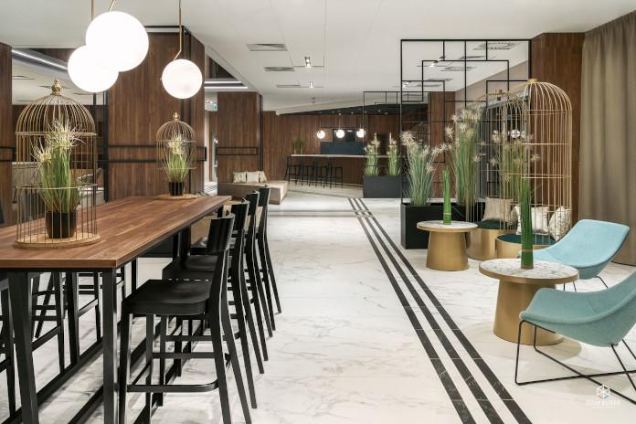 Metropolo by Golden Tulip hall lobby marmur krzesło barowe stolik bar