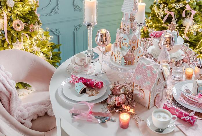 jak-udekorować-stół-na-boże-narodzenie-różowa-dekoracja-stołu-inspiracje
