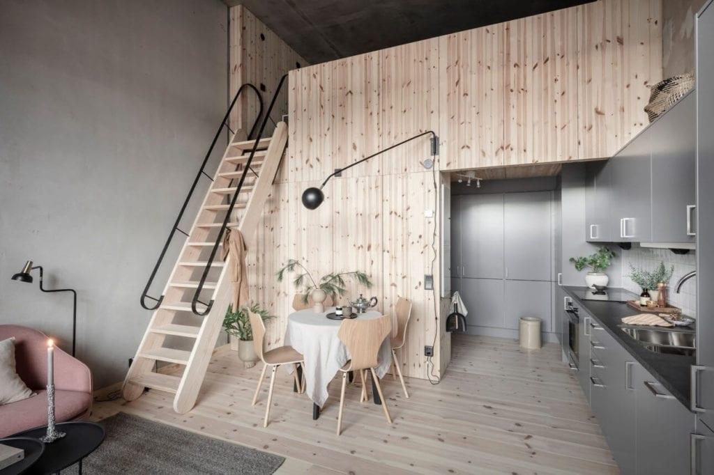 mieszkanie-na-parterze-piękne-wnętrze-drewniana-zabudowa-z-sosny-antresola-stół-kuchnia