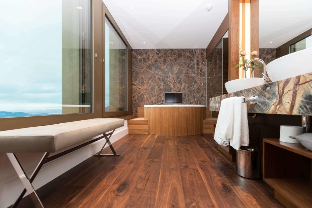 spa-łazienka-inspiracje-drewno-biel-kamień