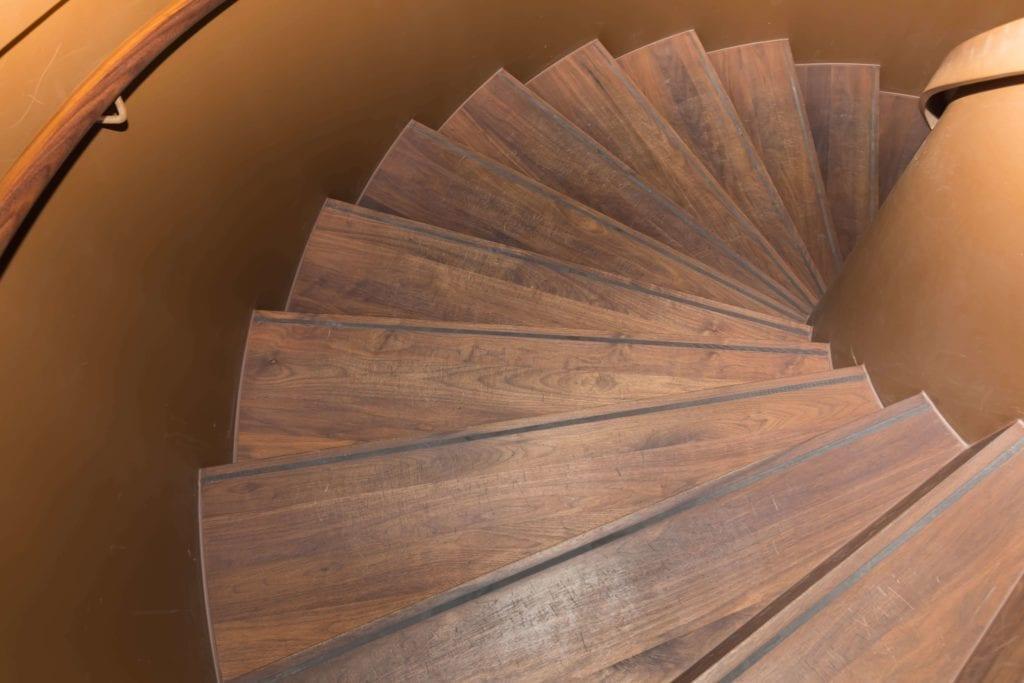 zabytkowy-hotel-schody-inspiracje