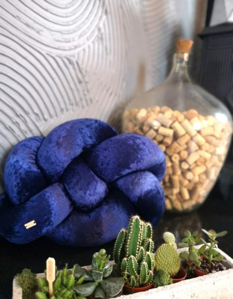 niebieska-poduszka-pleciona-inspiracje