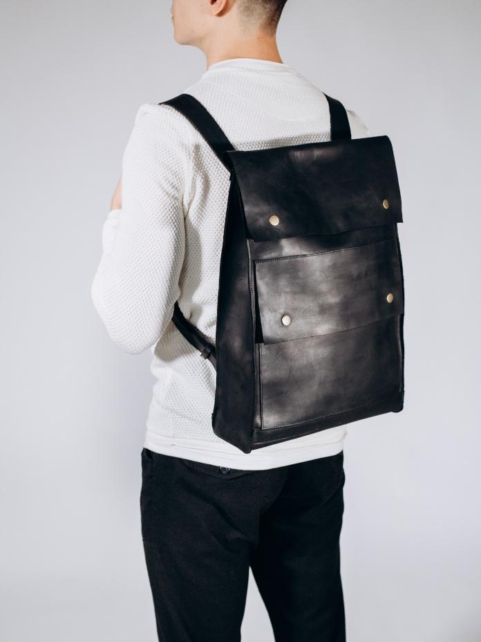 prezentownik-prezent-dla-niego-skórzany-plecak-czarny