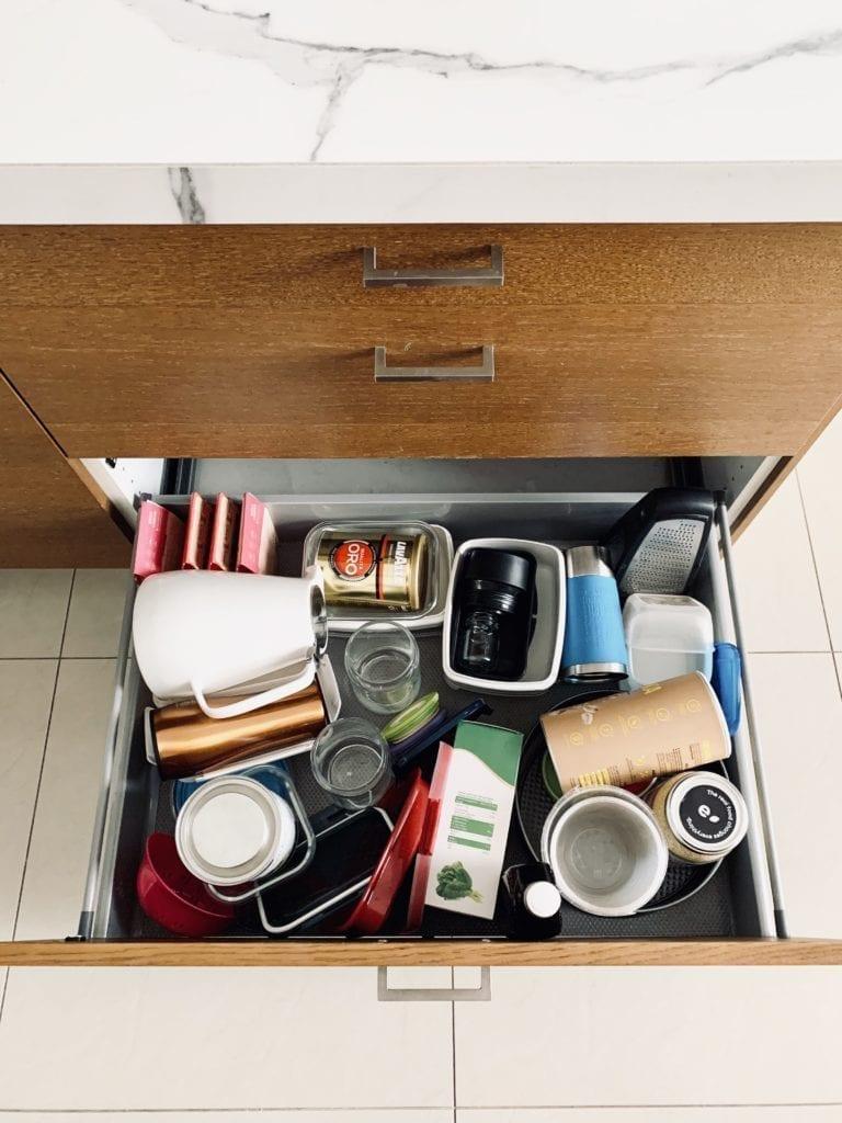 Porządek w kuchni przechowywanie w szufladzie